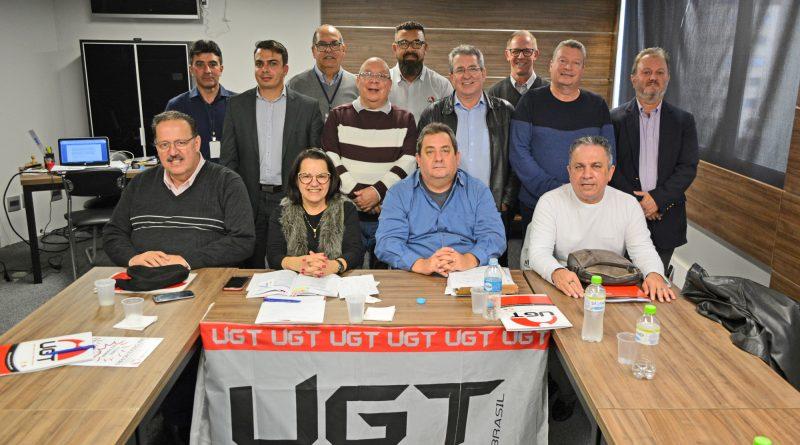 Comerciários da UGT discutem a atividade sindical da categoria