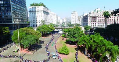 Mutirão do emprego reúne 10 mil pessoas no Sindicato dos Comerciários de SP